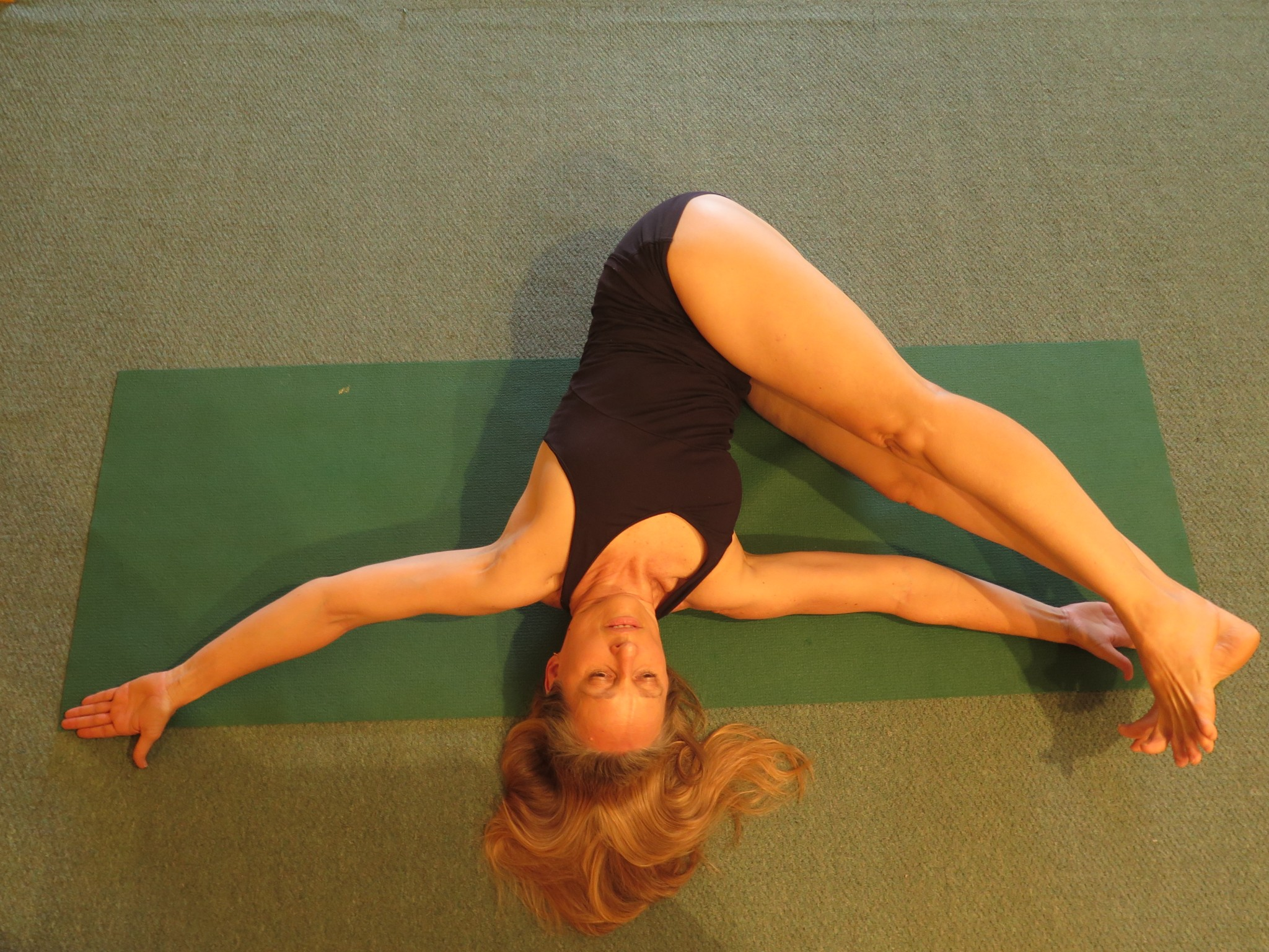 Jathara Parivartanasana, twisting the abdomen
